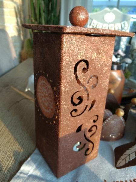 Tetrapack-Laterne im Rostlook