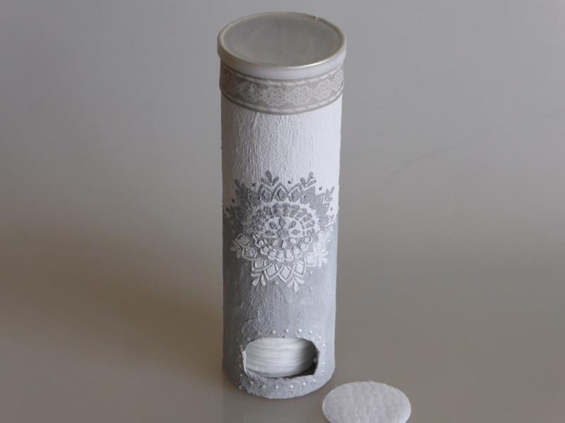 Wattepad-Spenderdose aus einer Pringelsdose