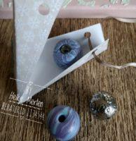 Selbstgemachte Perlen aus MiraJolie in Dreiecksschachtel